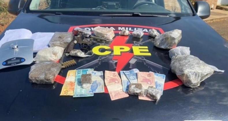 Últimas horas: Polícia Militar apreende armas, drogas e grande quantia em dinheiro