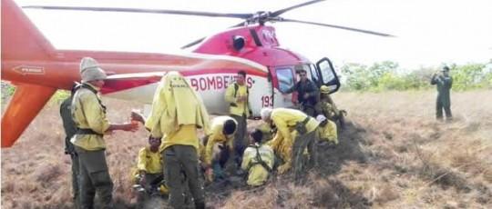 Helicóptero do CBMGO reforça combate a incêndio na região da Chapada dos Veadeiros